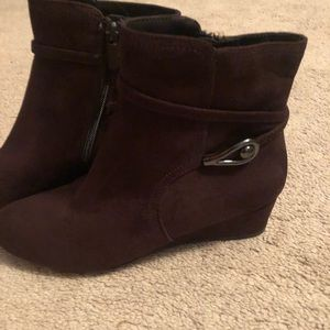 NWOT Brown boots hidden wedge